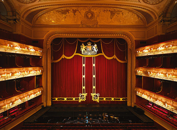 Swan Lake, at Royal Opera House in London from thursday 17 may to thursday 21 june 2018. Opera-theatre. Nightlondon